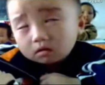 Video: cute kid trying so far to stay awake in class; funny!