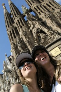 Contiki Asia's 'Dynamic Duo' Contest rewards best friends with a free and fun trip around Europe!